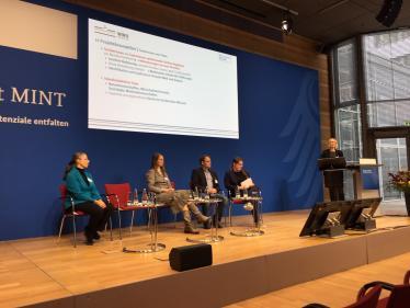 Prof. Cornelia Denz stellt das Projekt Digital Me vor